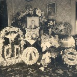 funeral-flowers-in-parlor