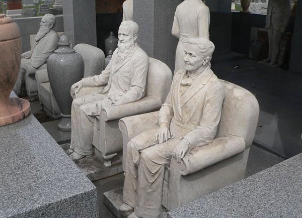 10 Unusual Gravestones